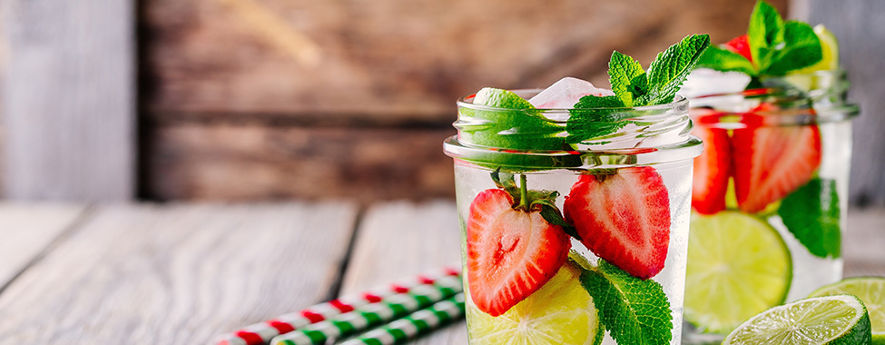 Healthy-Spa-Water-with-Strawberry-Lime-and-Mint (1)