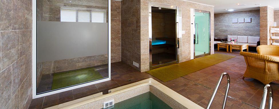 Modern-Gym-with-Sauna-and-Steam-Room