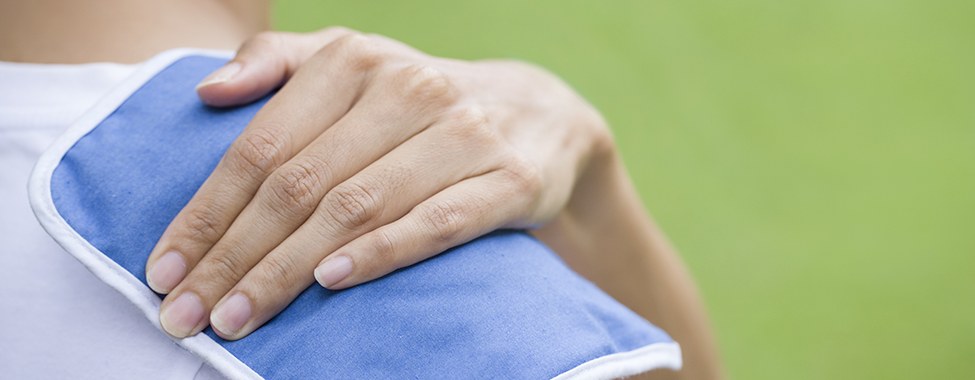 Person-Using-Hot-and-Cold-Therapy-for-Shoulder-Pain