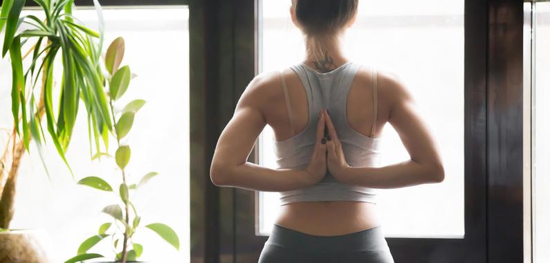 Yoga_handsback_795x380_557789446